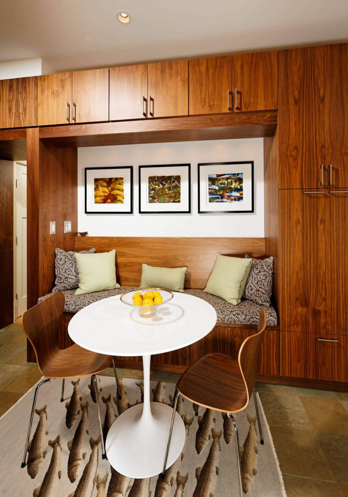 The custom wood cabinets and banquette of this Washington, D.C., breakfast area add warmth and texture