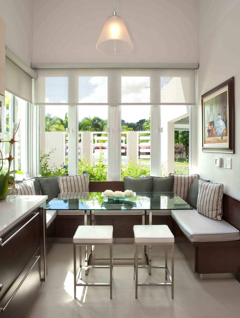 This light and bright breakfast banquette is in San Juan, Puerto Rico