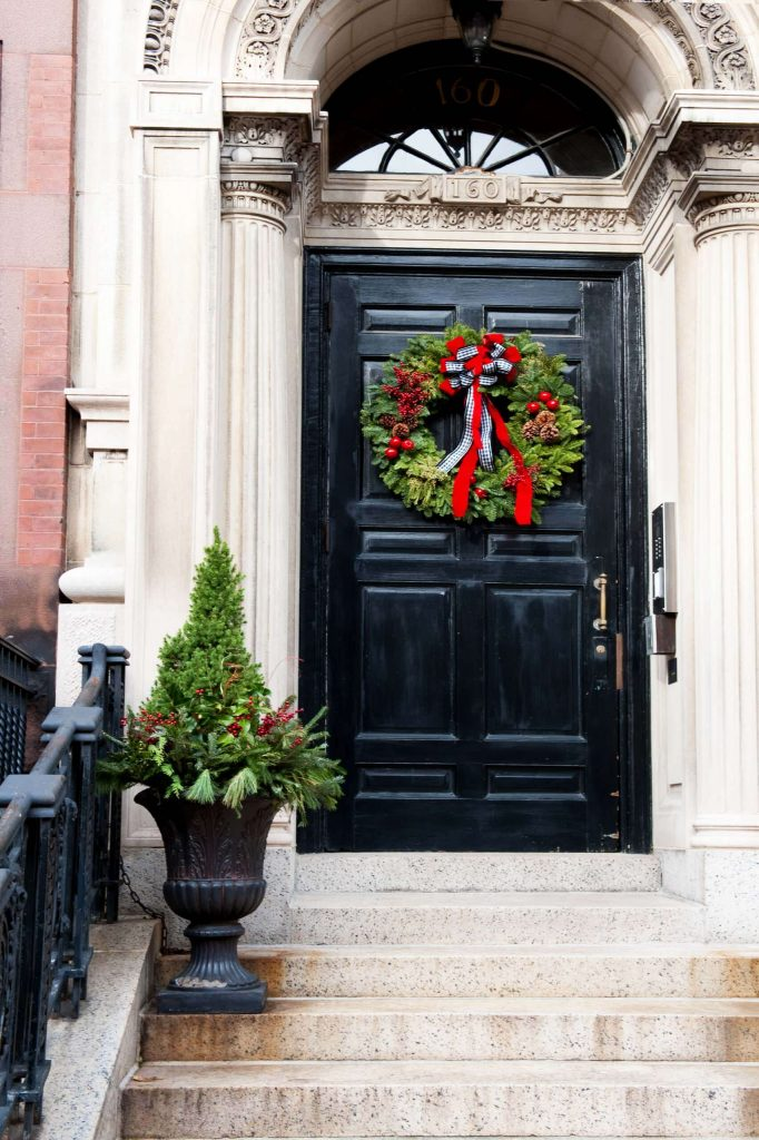 A black and white gingham ribbon subtly picks up on this grand entryway's architecture.