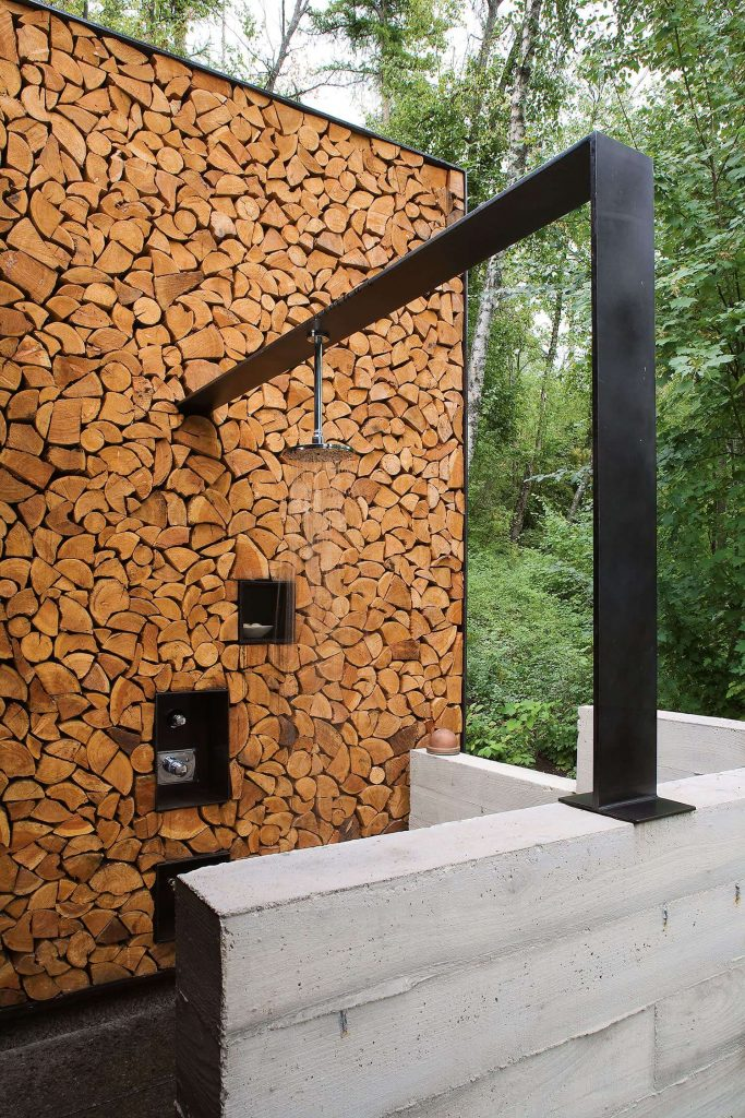 Chic outdoor shower in Montana by Andersson Wise Architects