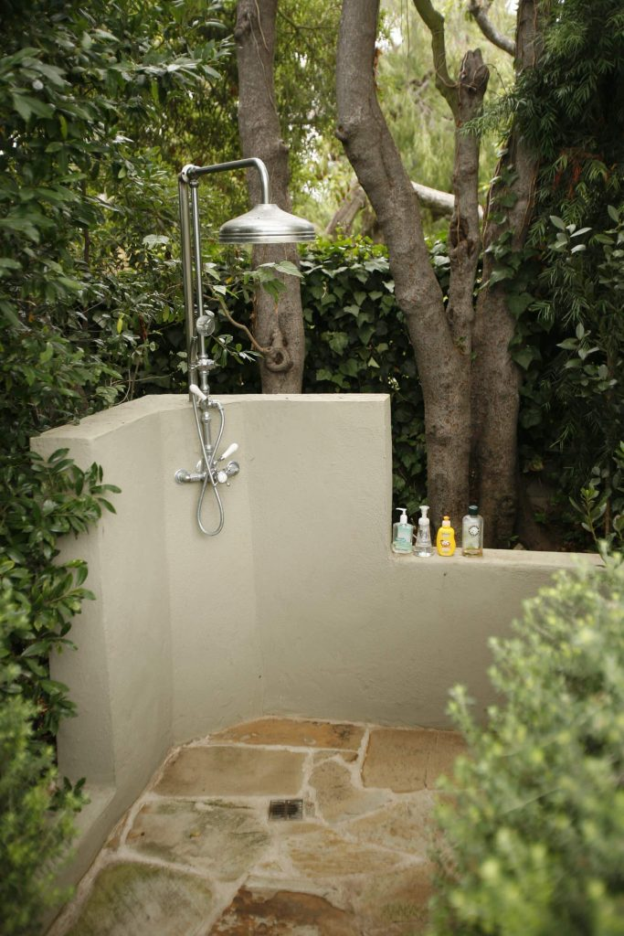 Outdoor shower in Los Angeles by MTLA Mark Tessier Landscape Architecture